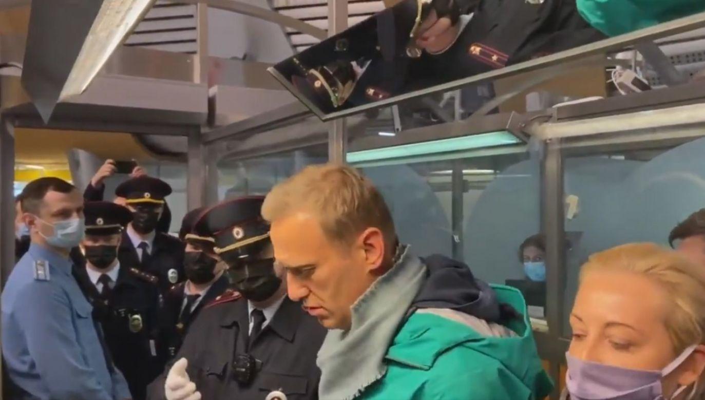 Aleksiej Nawalny w trakcie zatrzymania przez rosyjskie służby (fot. PAP/ EPA/KIRA YARMYSH)