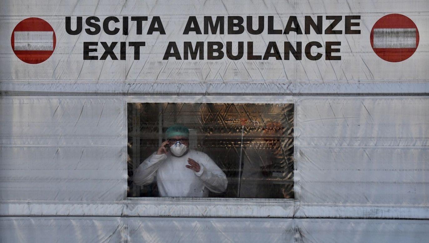 Liczba śmiertelnych ofiar pandemii we Włoszech przekroczyła 50 tys. (fot. PAP/EPA/LUCA ZENNARO)