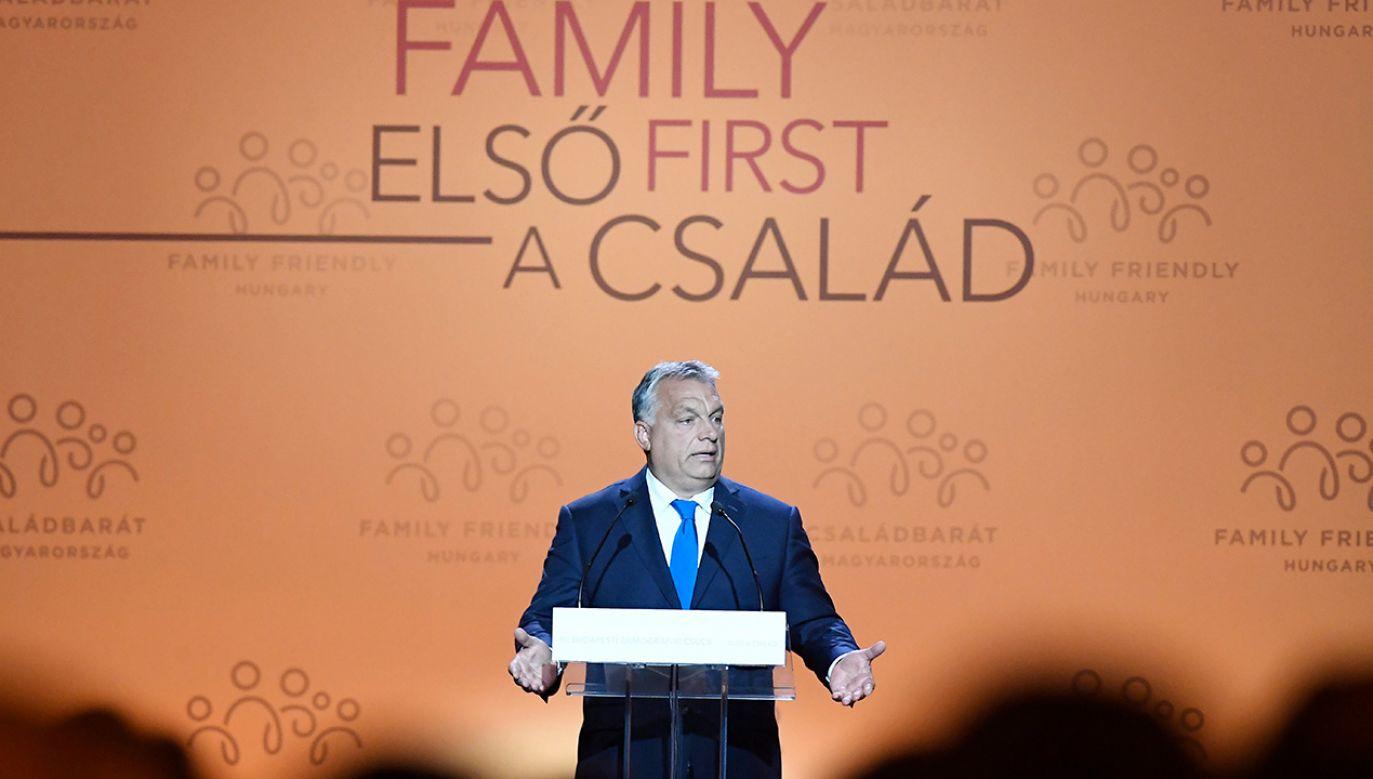 1 lipca weszły na Węgrzech w życie poszerzone świadczenia prorodzinne (fot. PAP/EPA/Szilard Koszticsak)