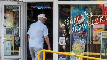 Z badań wynika, że wciąż jednak rośnie spożycie alkoholu w Polsce (fot. arch.  PAP/Tytus Żmijewski)
