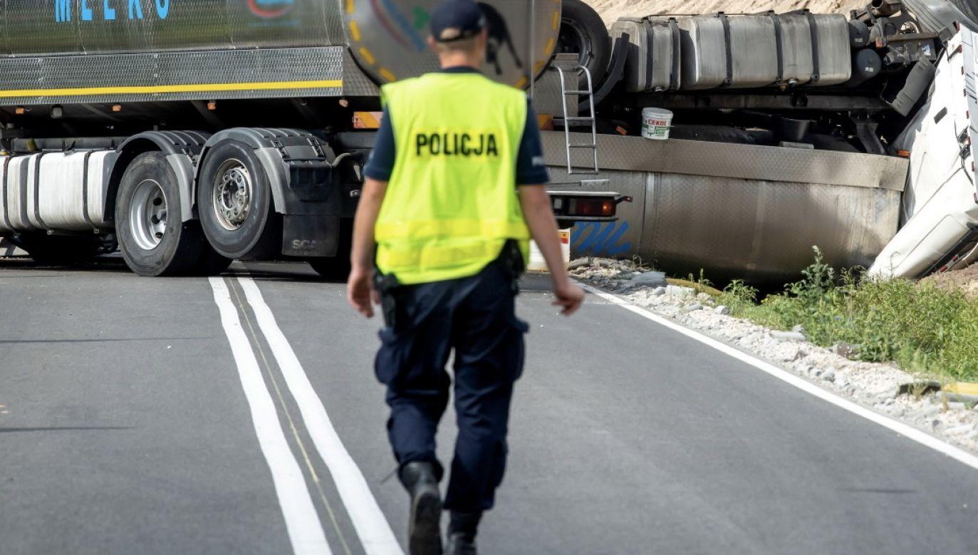 Do wypadku doszło na drodze krajowej nr 12 w miejscowości Radwanice między Przemkowem a Głogowem (fot. PAP/Tytus Żmijewski, zdjęcie ilustracyjne)