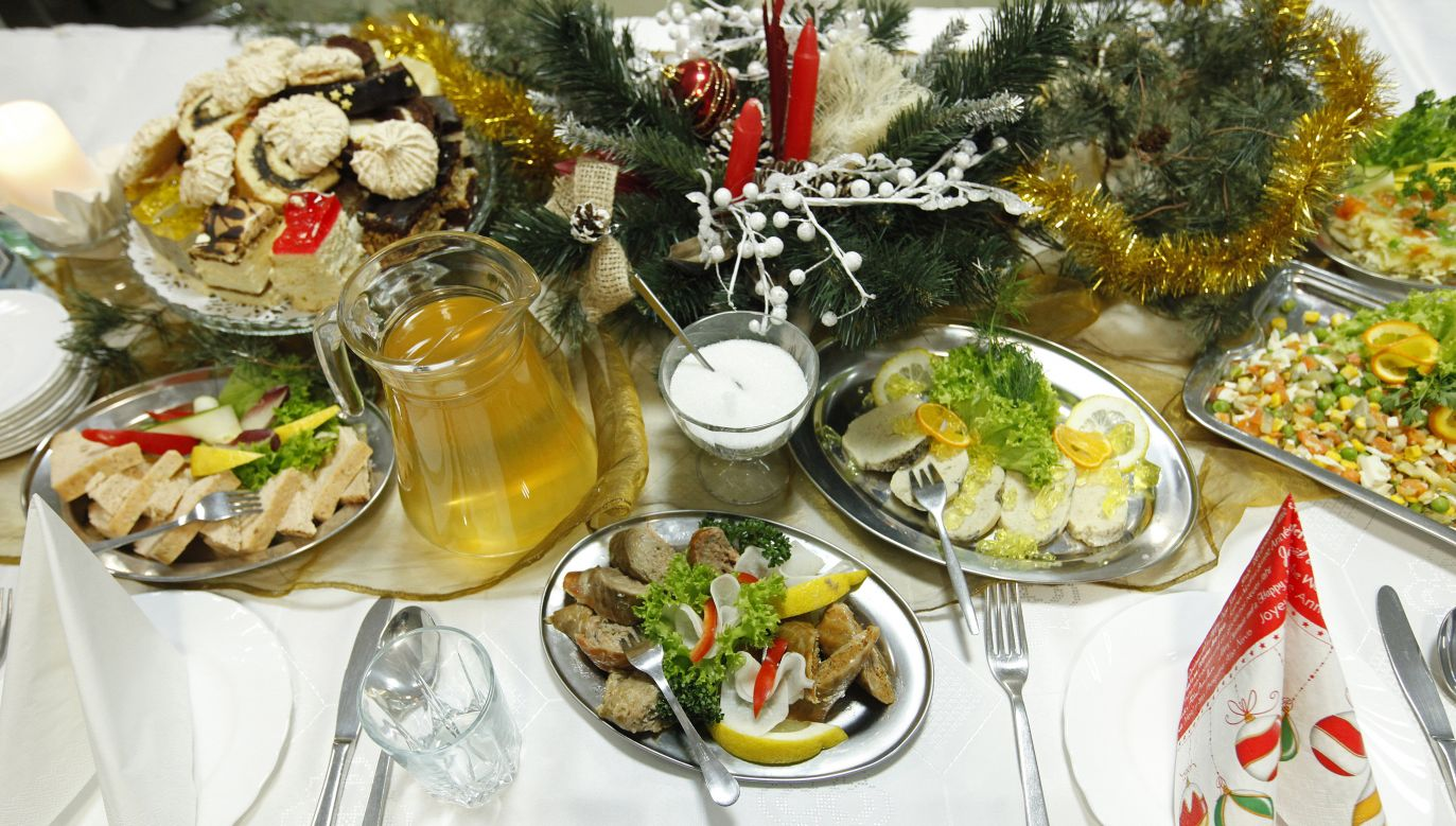 Christmas dinner table. Photo: PAP/Artur Reszko