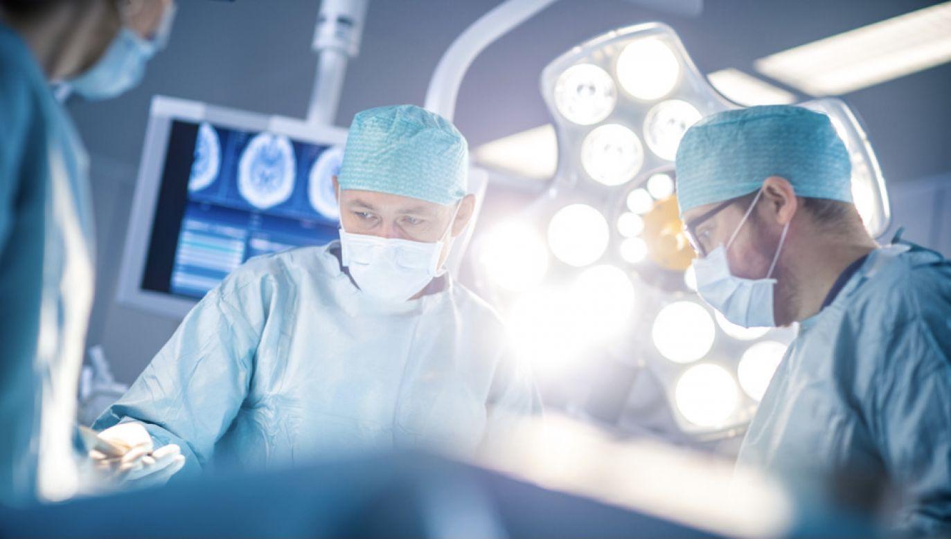 pakiet onkologiczny DiLO, który daje możliwość refundacji implantów  (fot. Shutterstock/Gorodenkoff)