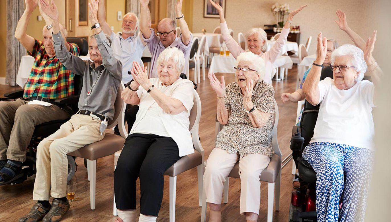 Minister złożyła życzenia seniorom (fot. Shutterstock/Monkey Business Images)