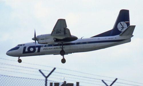 Porwany samolot LOT-u Antonov An-24B. Wylądował na Tempelhof. 21 lipca 1981 roku. Fot. Wikimedia/ Ralf Manteufel: http://www.airliners.net/photo/LOT---Polish/Antonov-An-24B/1326908/L/