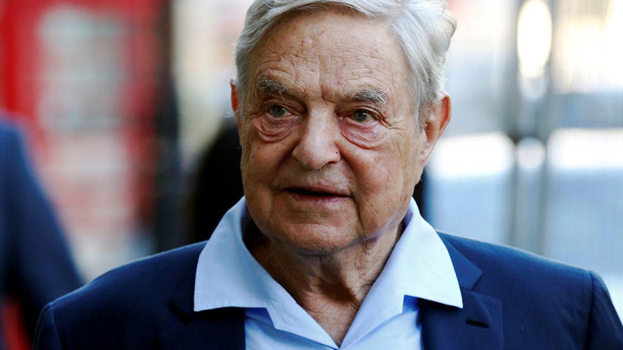 Soros to amerykański finansista pochodzenia węgiersko-żydowskiego (fot. REUTERS/Luke MacGregor)