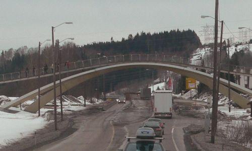 Ta sama kładka dla pieszych wybudowana w miejscowosci Ås w Norwegii według wskazówek malarza Vebjørna Sanda na podstawie projektu mostu w Konstantynopolu (w zmniejszonej skali) Leonadra da Vinci. Fot. Wikimedia / Egil Kvaleberg