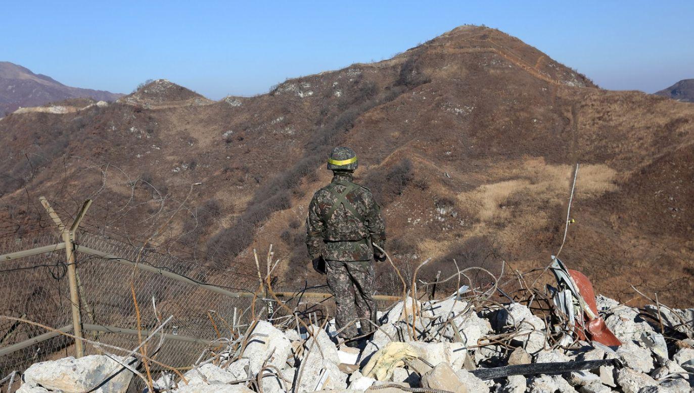 Zbieg miał przedostał się na teren wojskowy na terenie granicznego miasta Cheorwon (fot. Reuters/POOL New)