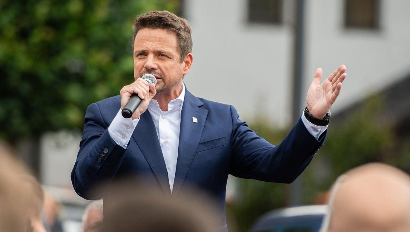 Politycy PiS zarzucają kandydatowi PO Rafałowi Trzaskowskiemu prowadzenie brudnej kampanii (fot. Mateusz Slodkowski/SOPA Images/LightRocket via Getty Images)