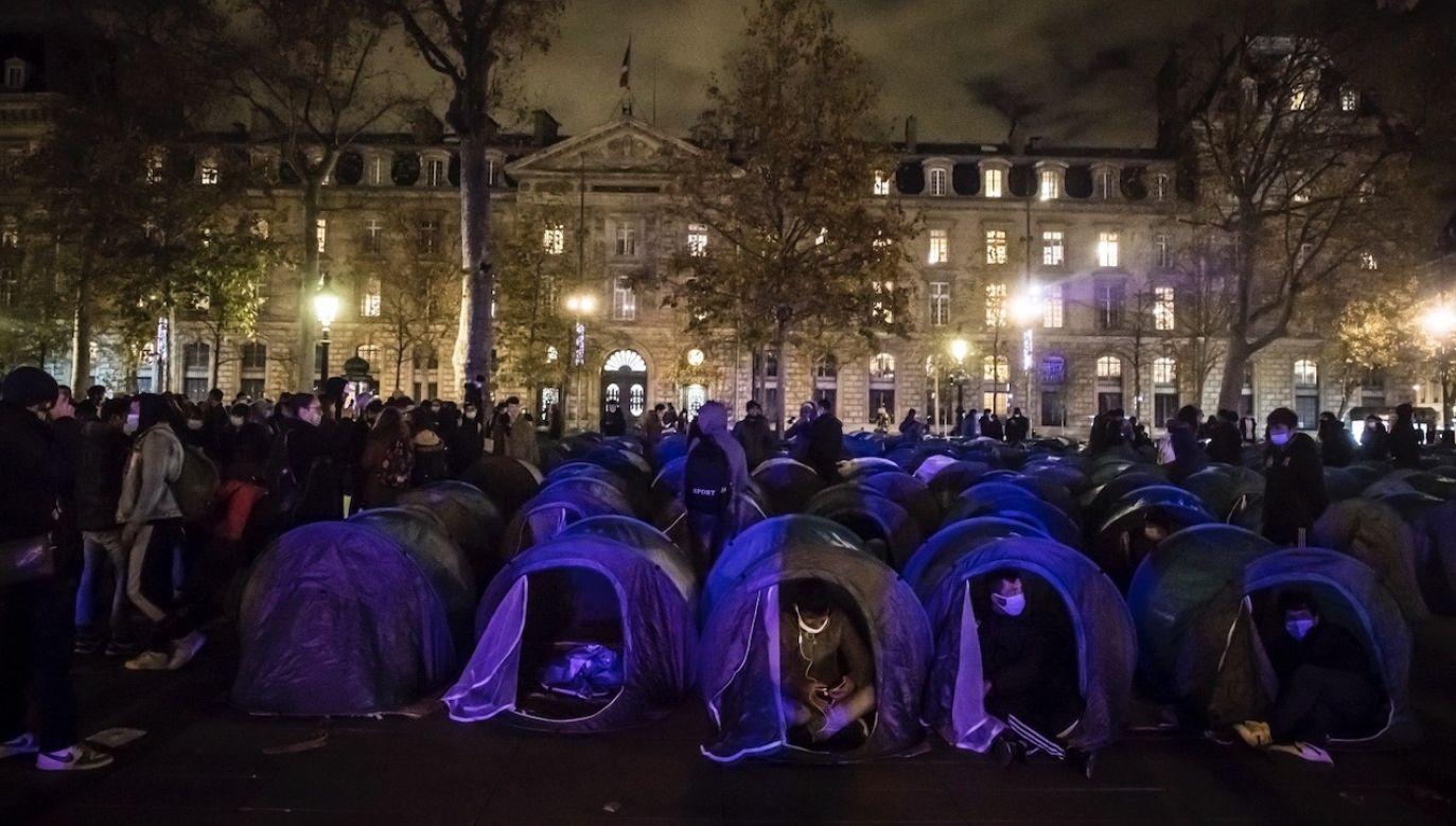 Londyn zarzucał Paryżowi, że nie podejmuje żadnych konkretnych działań (fot. PAP/EPA/CHRISTOPHE PETIT TESSON)
