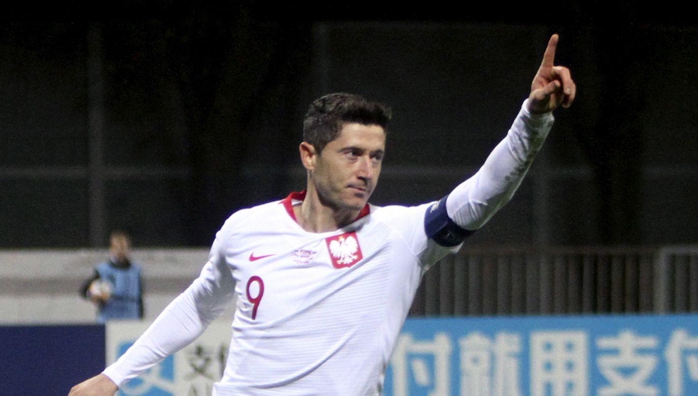 Lewandowski w meczu z Łotwą zdobył wszystkie gole (fot. PAP/EPA/TOMS KALNINS)