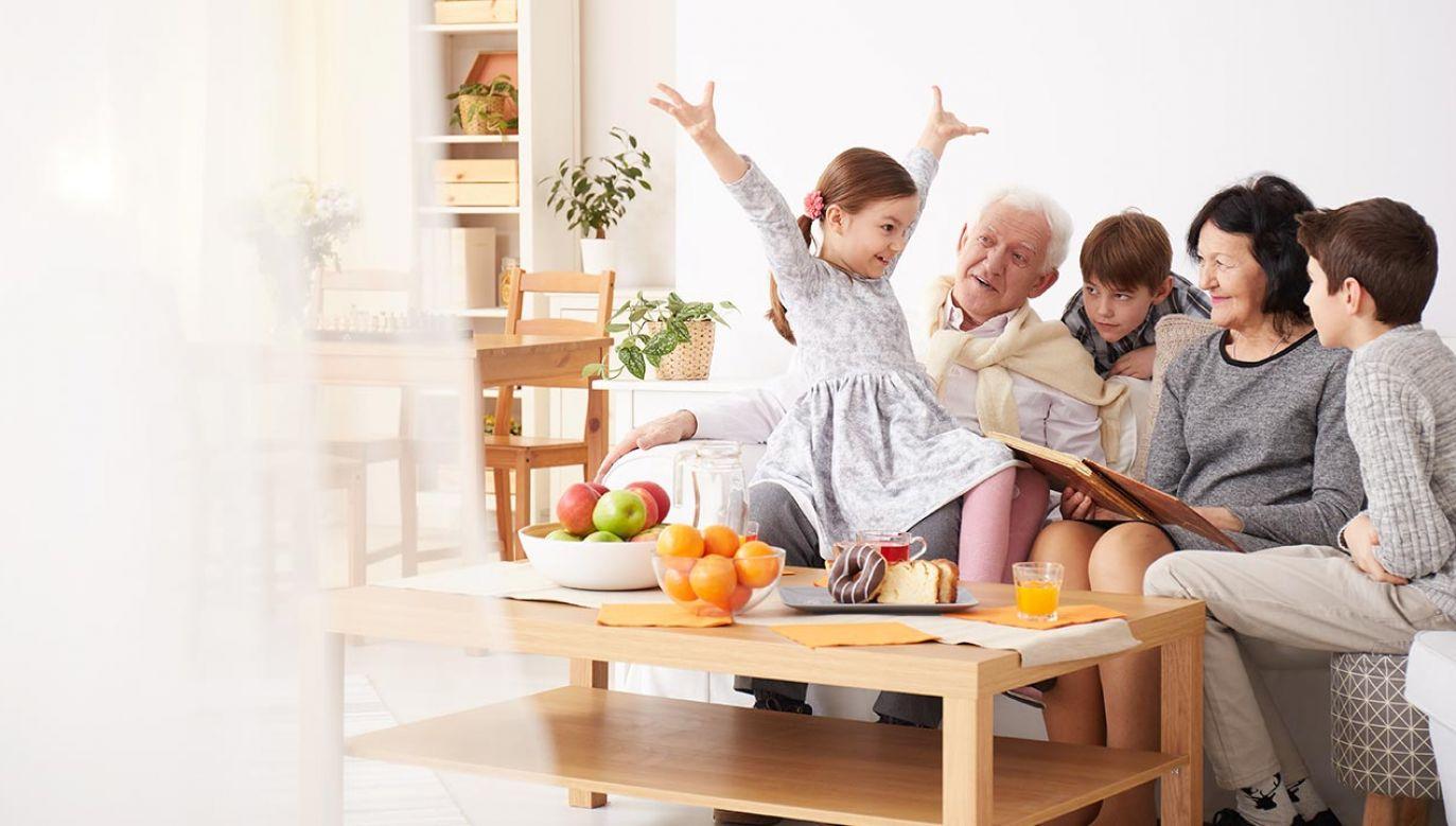 Szef rządu życzy seniorom zdrowia, wiary i nadziei (fot. Shutterstock/Photographee.eu)