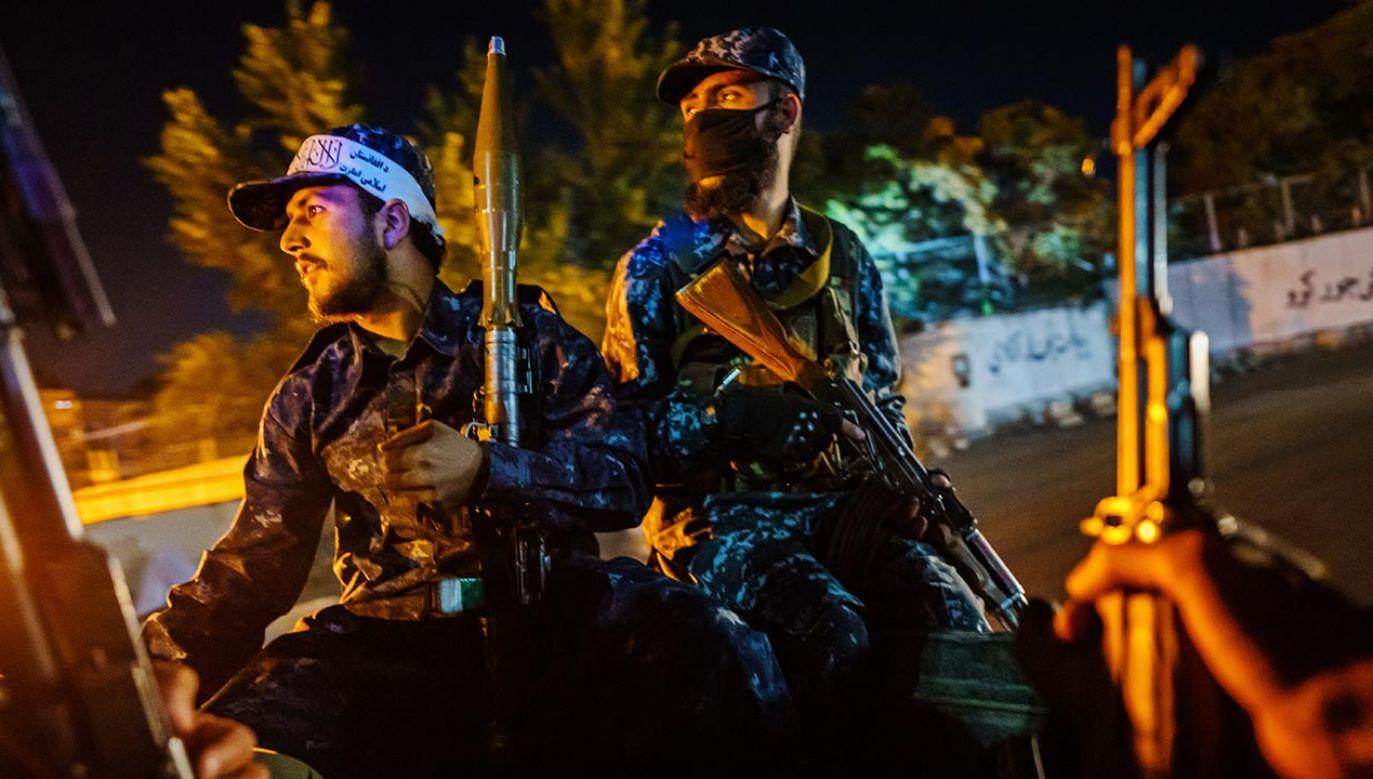 Talibowie powiesili ciało człowieka na dźwigu (fot. MARCUS YAM / LOS ANGELES TIMES)