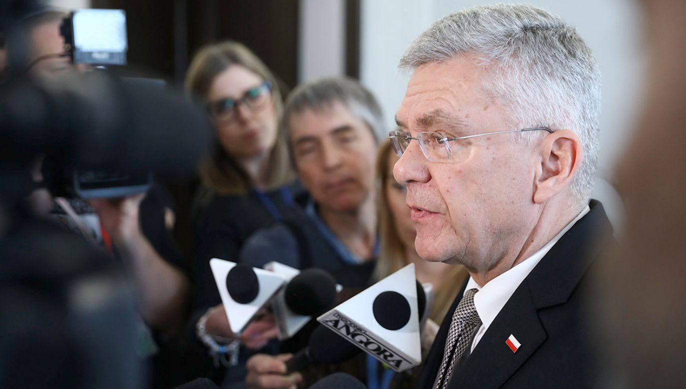 Karczewski odpowiada na zarzuty opozycji (fot. PAP/Rafał Guz)