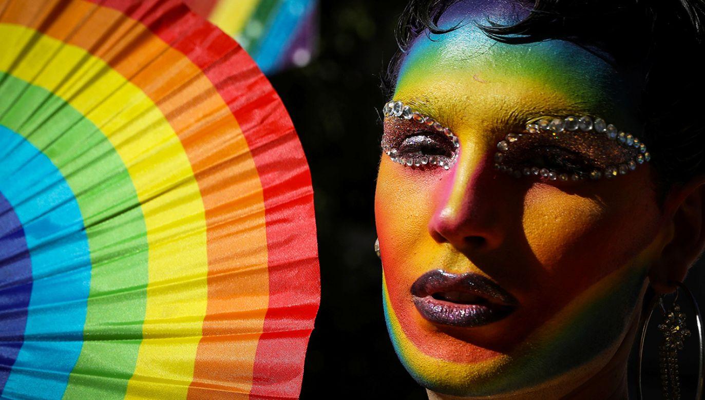 """Rada """"sprzeciwia się: promowaniu homoseksualizmu w szkołach i życiu społecznym, wprowadzaniu seksualizacji w szkołach"""" (fot. REUTERS/Brendan McDermid)"""