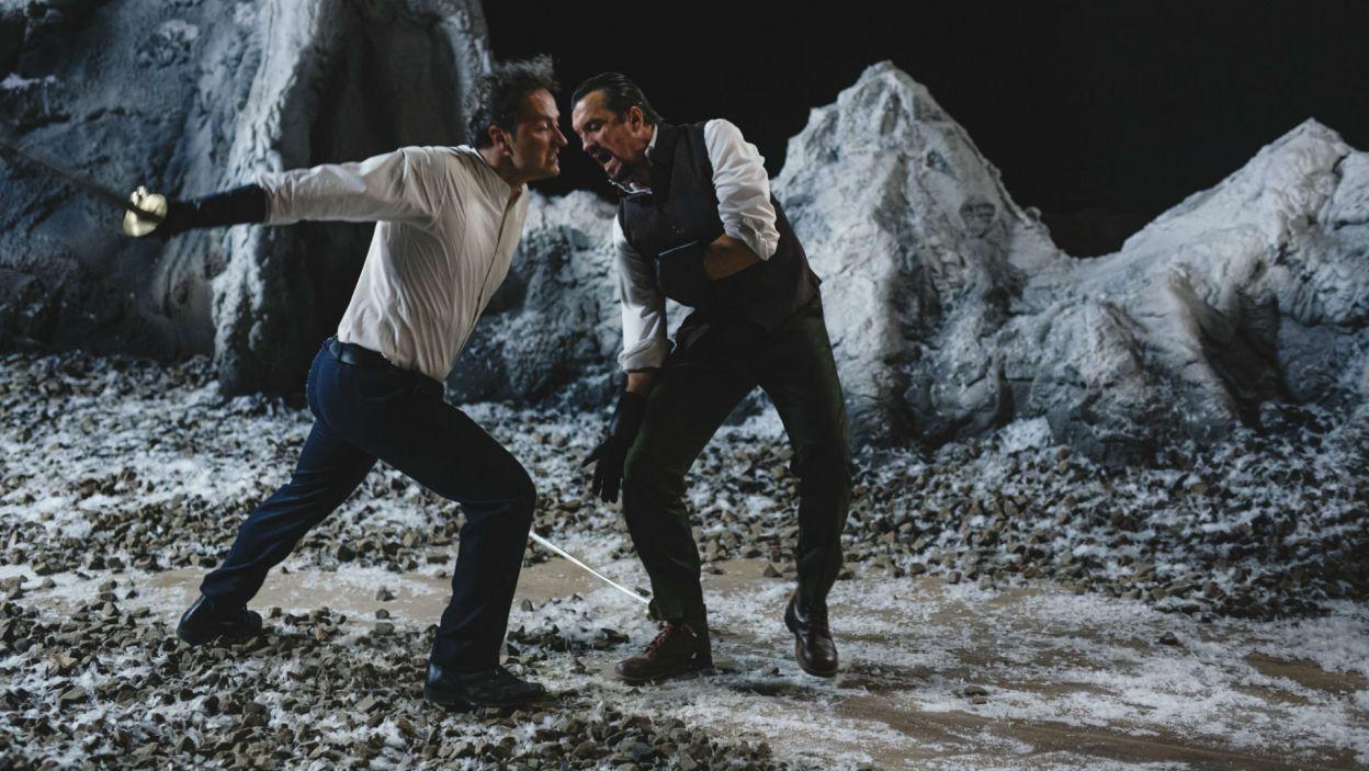 Sprowokowani przez Klaudiusza Hamlet i Laertes toczą śmiertelny pojedynek (fot. Stanisław Loba)