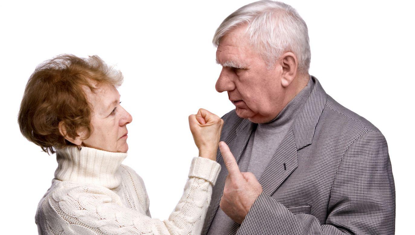 Mąż ranił żonę nożem (fot. Shutterstock/Sergey Lavrentev)