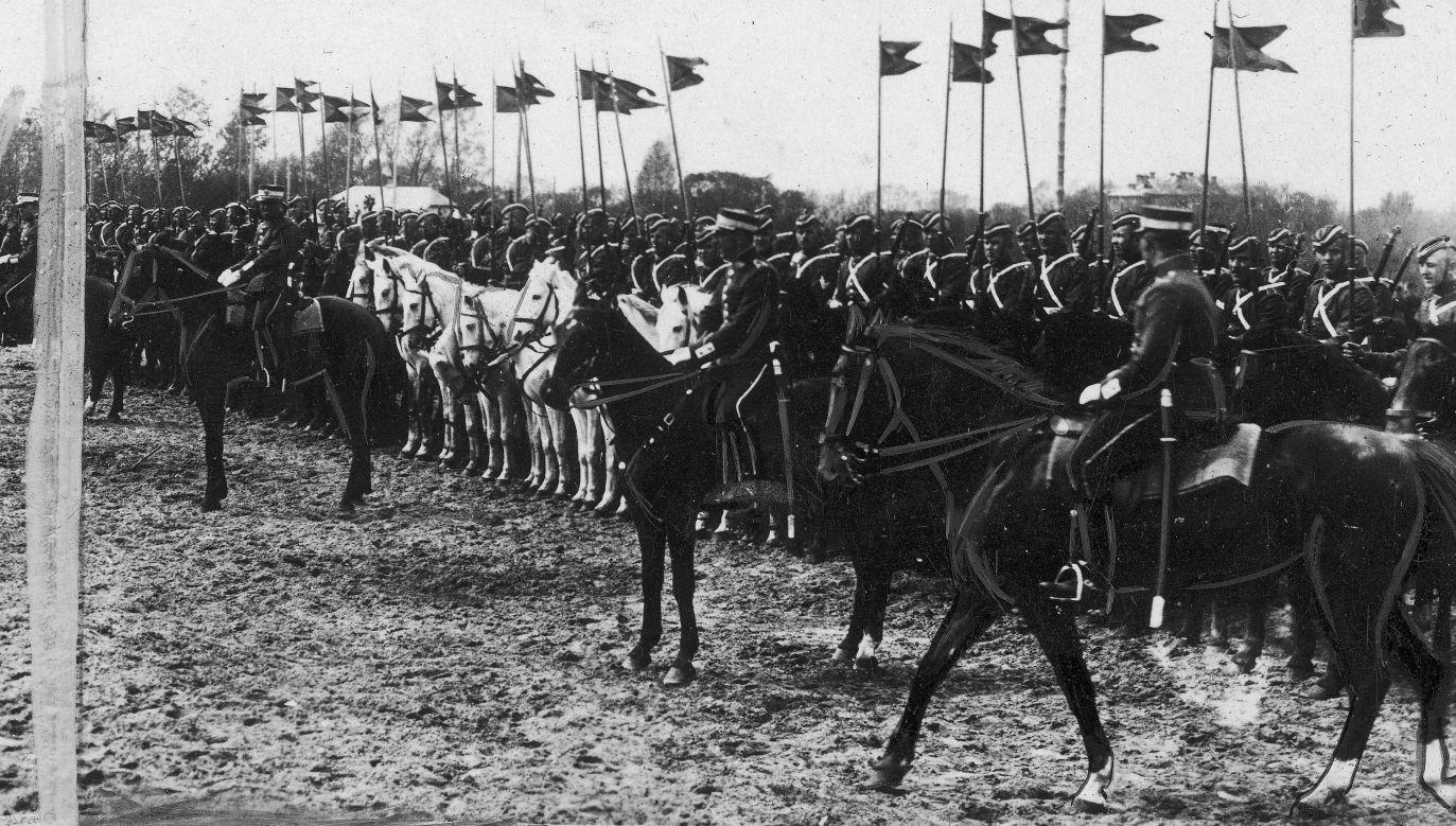 Litewska kawaleria w trakcie parady, rok 1929. Fot. NAC/IKC