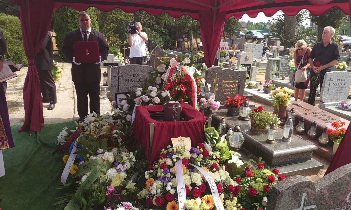 Order przekazała na ręce żony zmarłego Ewy Owczarek doradca Prezydenta RP Paulina Malinowska-Kowalczyk (fot. Polski Komitet Paraolimpijski)