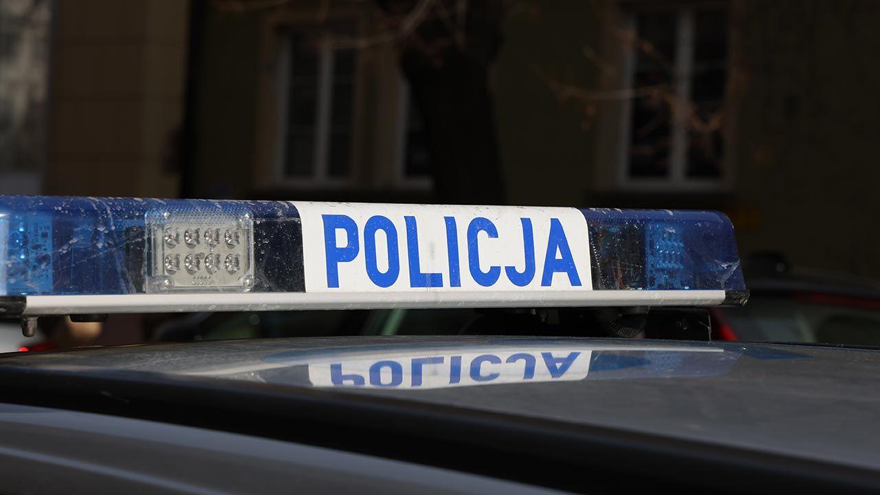 Mężczyzna miał być zatrzymany w spawie narkotykowej (fot. Shutterstock/DarSzach)