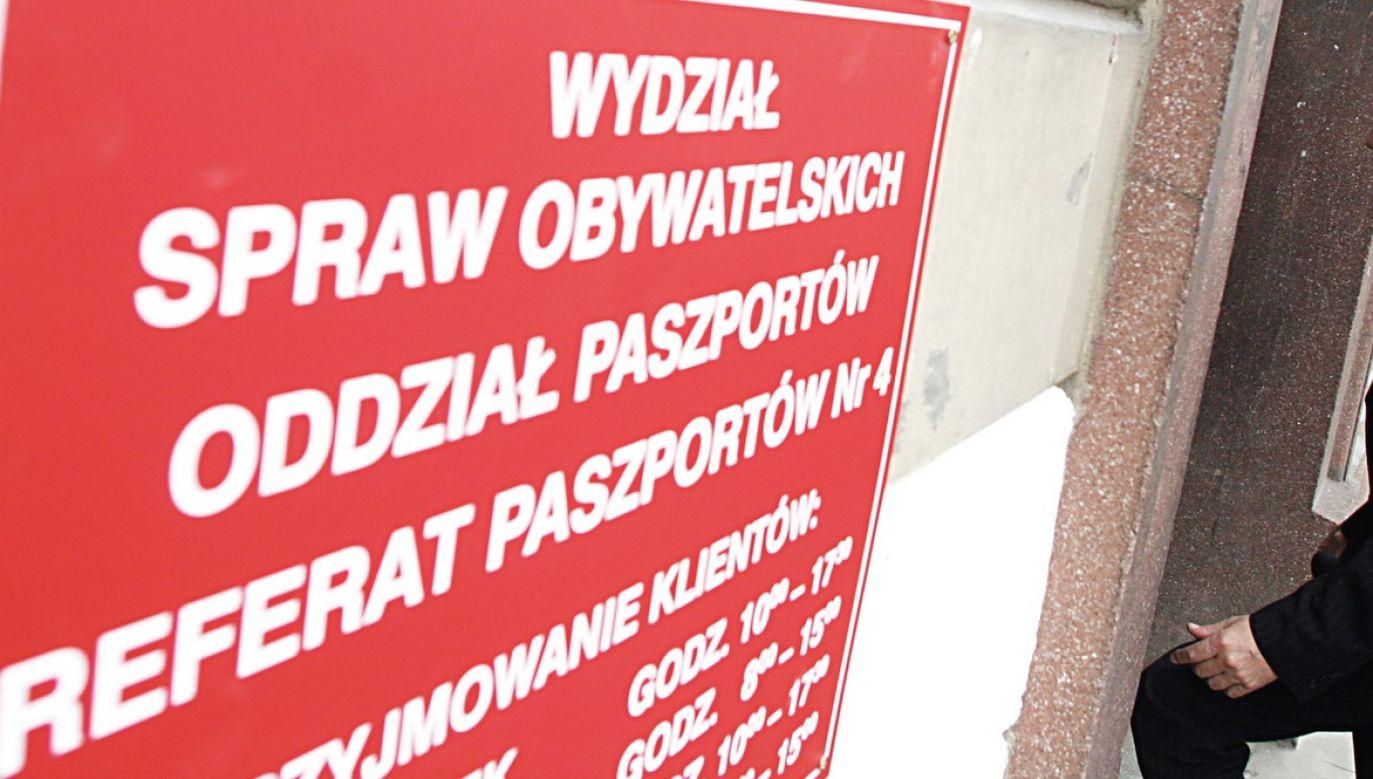 Zmiany w MUW z powodu koronawirusa dotyczą przede wszystkim spraw paszportowych oraz spraw obywatelstwa polskiego (fot. arch.PAP/Tomasz Gzell, zdjęcie ilustracyjne)