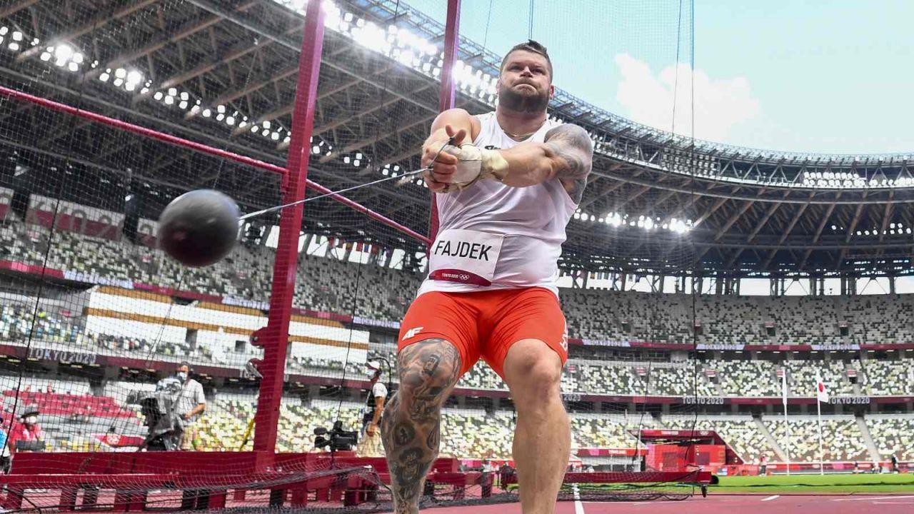 Paweł Fajdek nie zachwycił w eliminacjach, ale wciąż jest kandydatem do medalu (fot. PAP/EPA)