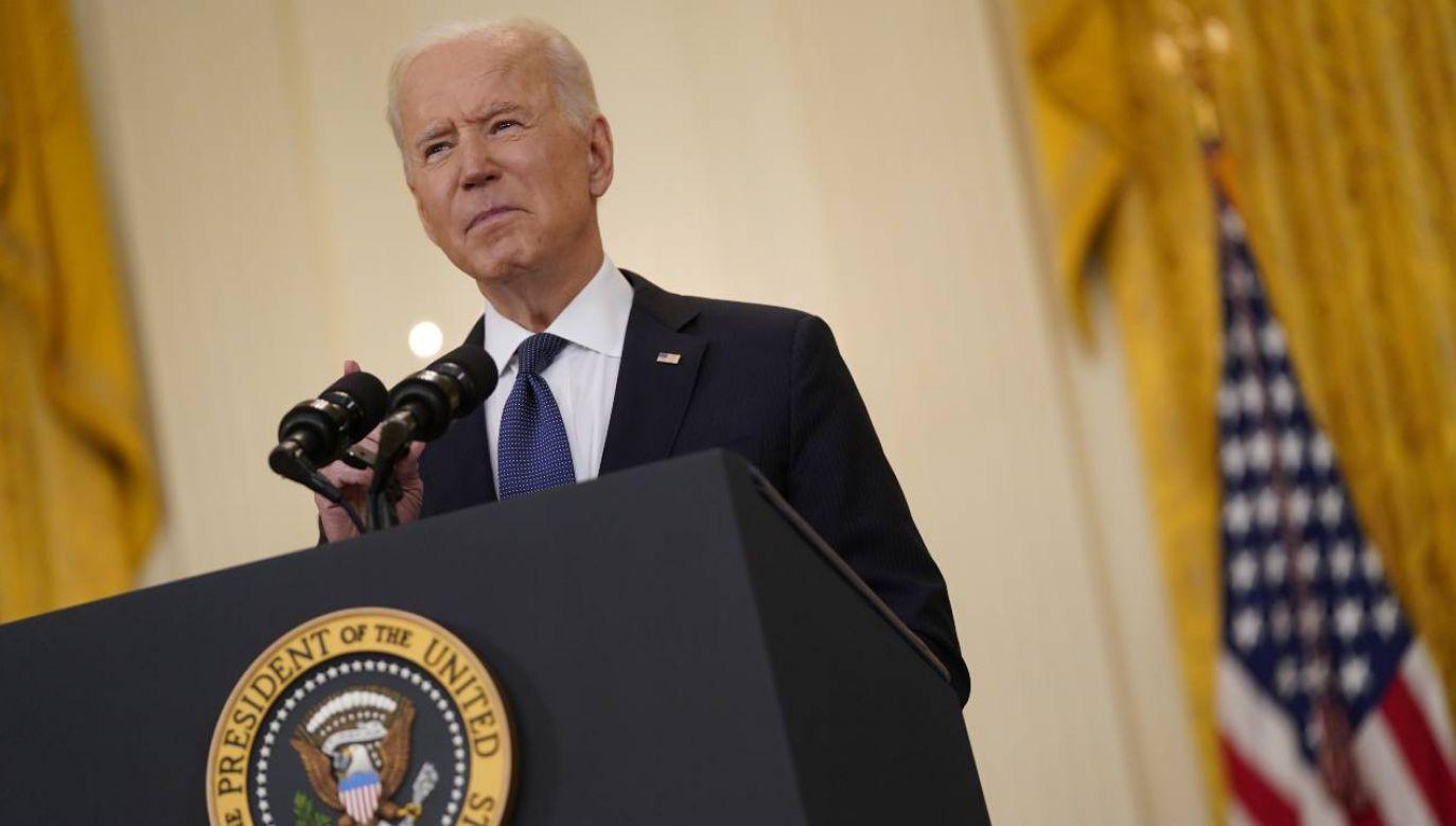 Prezydent USA Joe Biden cieszy się poparciem 63 proc. Amerykanów (fot. PAP/EPA/Chris Kleponis / POOL)