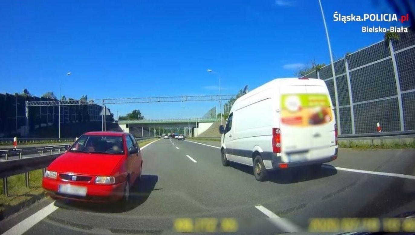 """83-letni mieszkaniec Bielska-Białej, kierujący samochodem osobowym marki Seat Ibiza poruszał się """"pod prąd"""" obwodnicą miasta(fot. śląska policja)"""