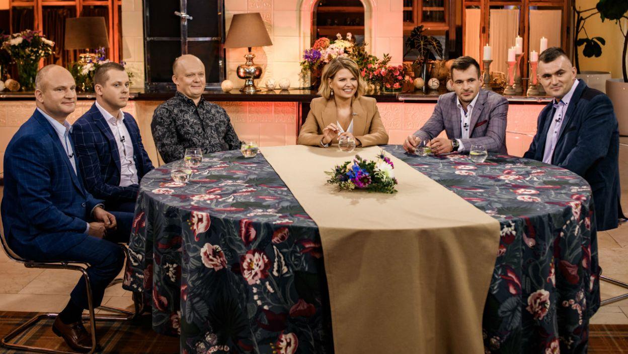Przy wspólnym stole rolnicy chętnie podzielili się przemyśleniami na temat udziału w programie (fot. TVP)