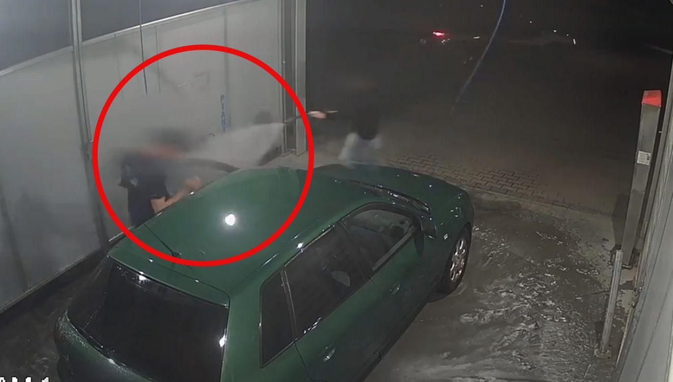 Kobieta pogoniła złodzieja wodą (fot. Policja)