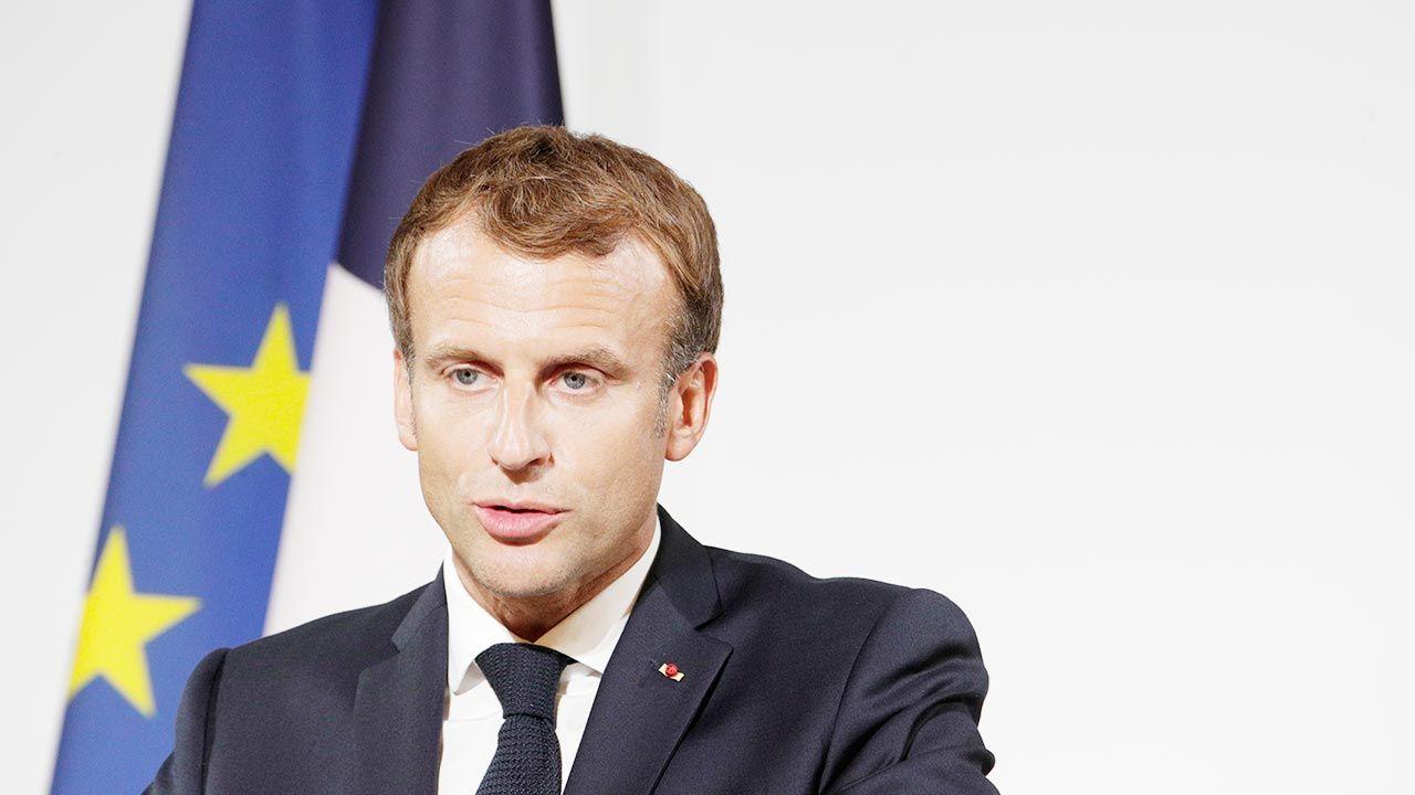 Kod QR prezydenta Francji został dezaktywowany i nie można już z niego korzystać (fot. PAP/EPA/STEFANO RELLANDINI / POOL)
