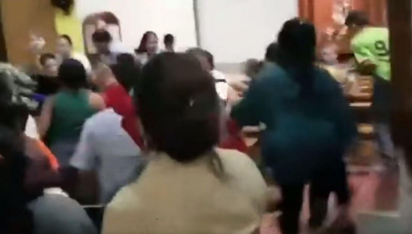 Służby bezpieczeństwa nie reagowały, gdy zwolennicy Ortegi przypuścili szturm na katedrę (fot. FB/Arquidiócesis de Managua)
