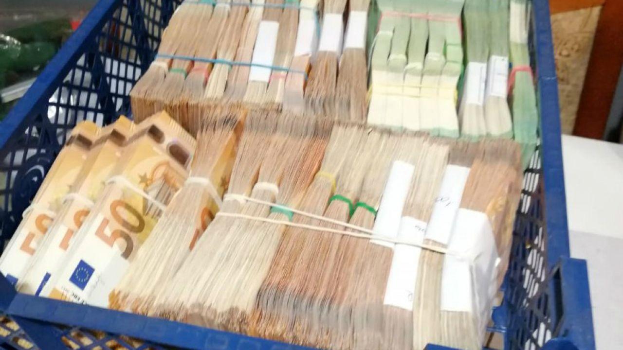 Oszuści zarobili miliony na fikcyjnym obrocie paliwami (fot. policja.waw.pl, zdjęcie ilustracyjne)
