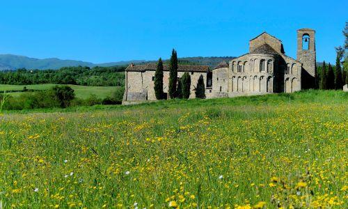 Kościół parafialny San Pietro a Romena w Pratovecchio – Toskania, prowincji Arezzo. Fot. Marka / UIG via Getty Images