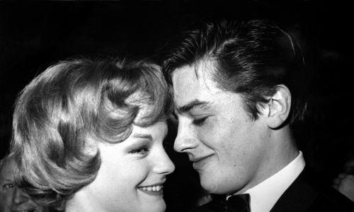 """Ze Schneider spotkali się w 1958 r. na planie filmu """"Christine"""". Pięć lat pozostawali w związku. W latach 60, aktorka wyjechała z Francji, dwa razy wyszła za mąż, rodząc syna, a potem córkę. W 1968 roku wróciła do Paryża, by zagrać z Delonem w filmie """"Basen"""". W 1982 znaleziono ją martwą, podejrzewano, że popełniła samobójstwo po walce z rakiem nerki i po śmierci syna (przechodząc przez płot uszkodził tętnicę udową). Fot. Ullstein Bild via  Getty Images"""
