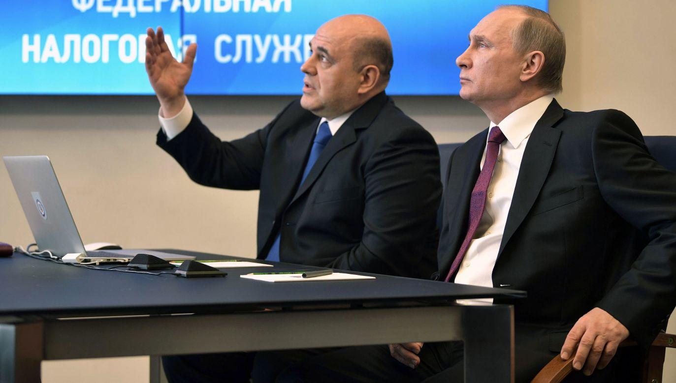 Michaił Miszustin jeszcze jako szef jako szef służby skarbowej i prezydent Władimir Putin w 2017 roku. Fot. PAP/ EPA/ALEXEY NIKOLSKY / SPUTNIK / KREMLIN