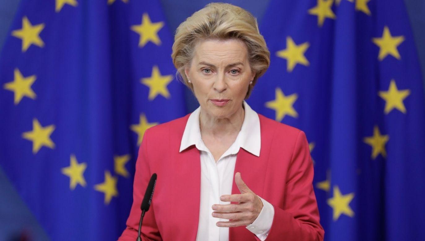 """Sprawa praw osób o odmiennej orientacji seksualnej stała się głośna, gdy niektóre władze samorządowe w Polsce zaczęły przyjmować niewiążące prawnie uchwały o """"strefach wolnych od ideologii LGBT"""" (fot. PAP/EPA/STEPHANIE LECOCQ/POOL)"""