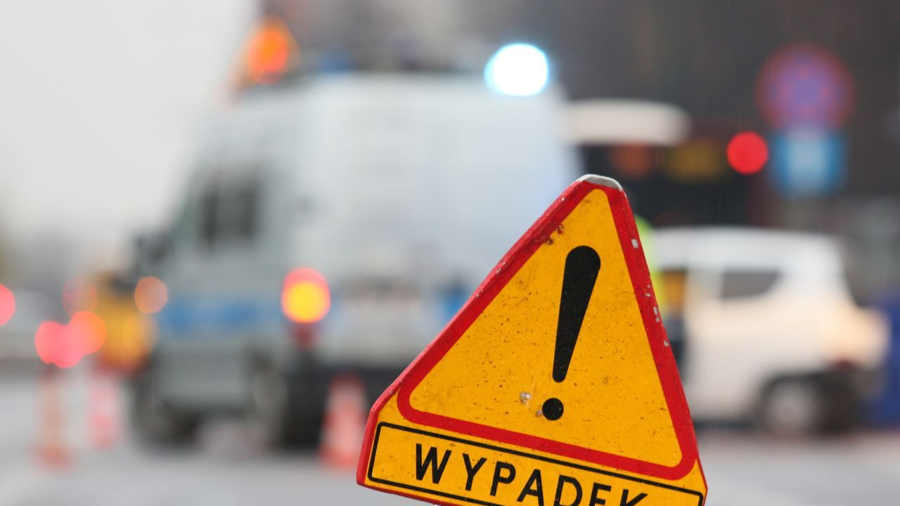 Cztery osoby trafiły do szpitala, jedna zginęła na miejscu (fot. arch. PAP/Leszek Szymański)