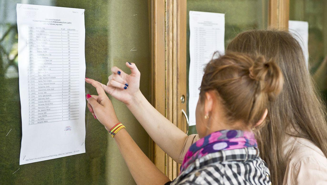 Poszczególne samorządy przygotowały zdecydowanie większą liczbę miejsc niż jest absolwentów (fot. arch.PAP/Wojciech Pacewicz)