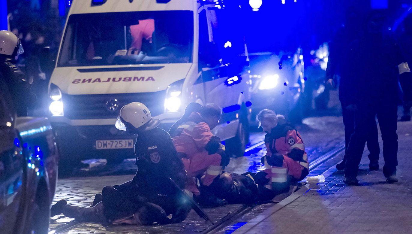 Zatrzymani odpowiedzą m.in. za naruszenie porządku czy naruszenie nietykalności cielesnej policjantów (fot. PAP/Aleksander Koźmiński)