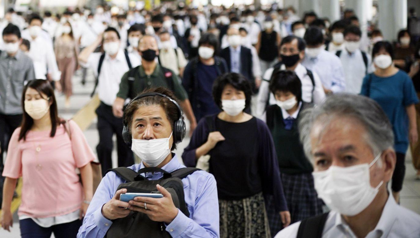 Władze Japonii planują stopniowo łagodzić restrykcje antycovidowe (fot. PAP/EPA/FRANCK ROBICHON)