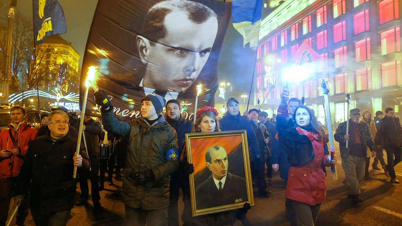 To kolejna inicjatywa na Ukrainie, honorująca przywódcę nacjonalistów (fot. arch. PAP/SERGEY DOLZHENKO)
