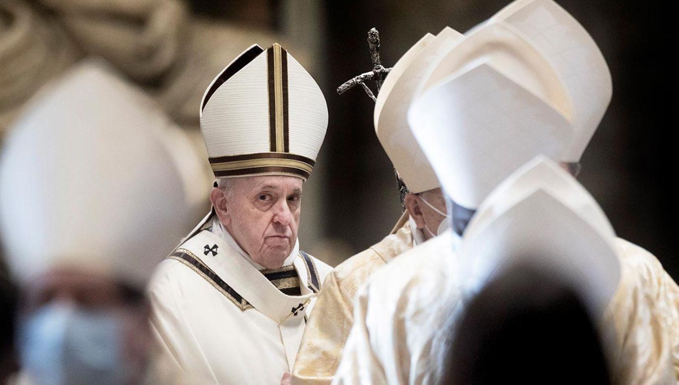PapieżFranciszek przyjął trzecią dawkę szczepionki przeciw COVID-19 (fot. Vatican Pool/Getty Images)