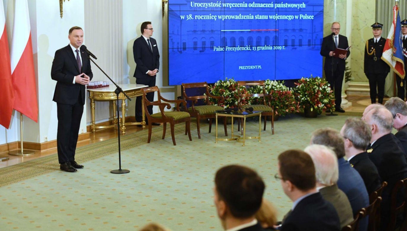 Prezydent wręczył odznaczenia państwowe w 38. rocznicę wprowadzenia stanu wojennego w Polsce (fot. PAP/Piotr Nowak)