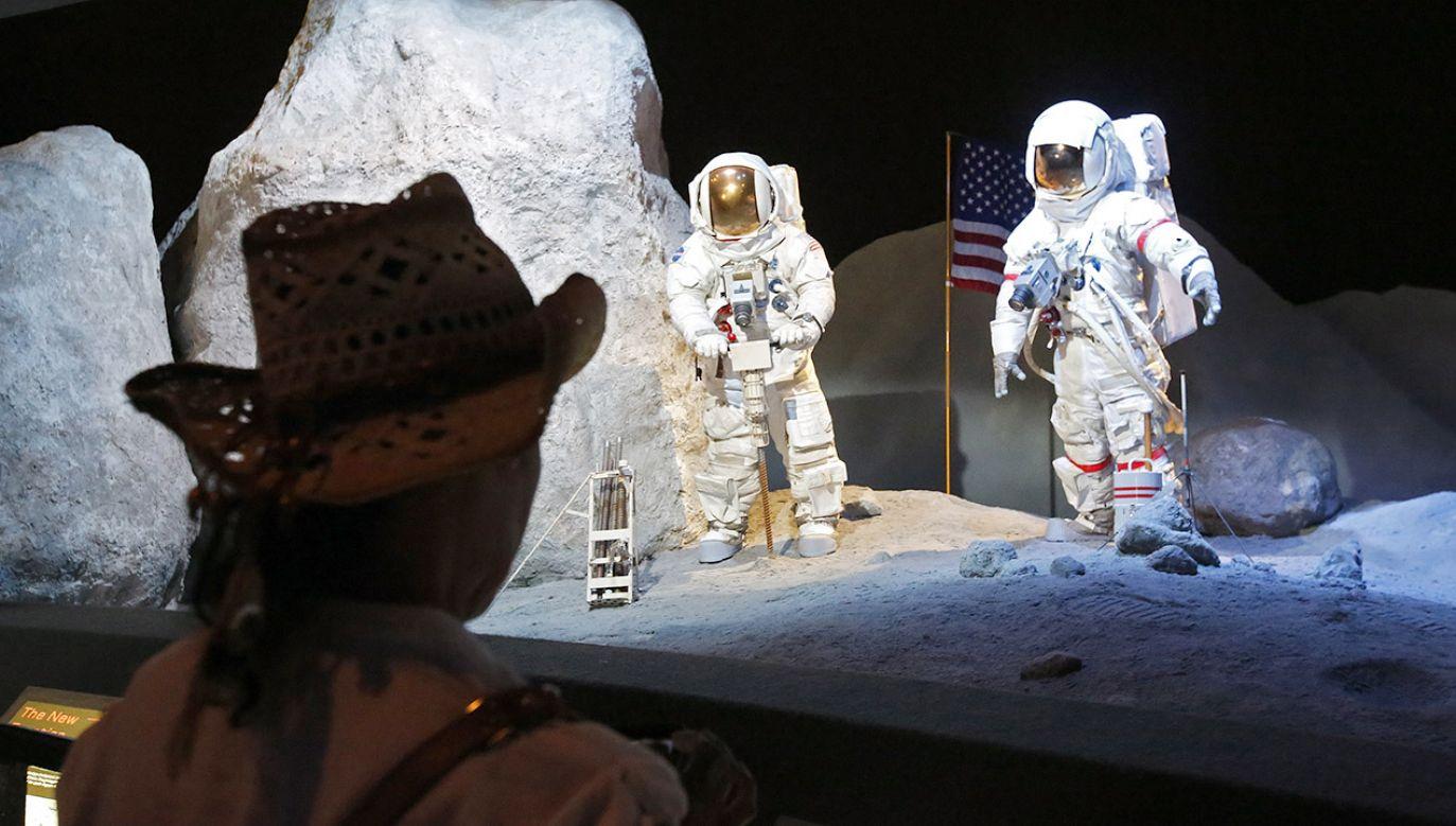 21 lipca 1969 roku człowiek po raz pierwszy postawił stopę na innym obiekcie niebieskim niż Ziemia (fot. PAP/EPA/LARRY W. SMITH)