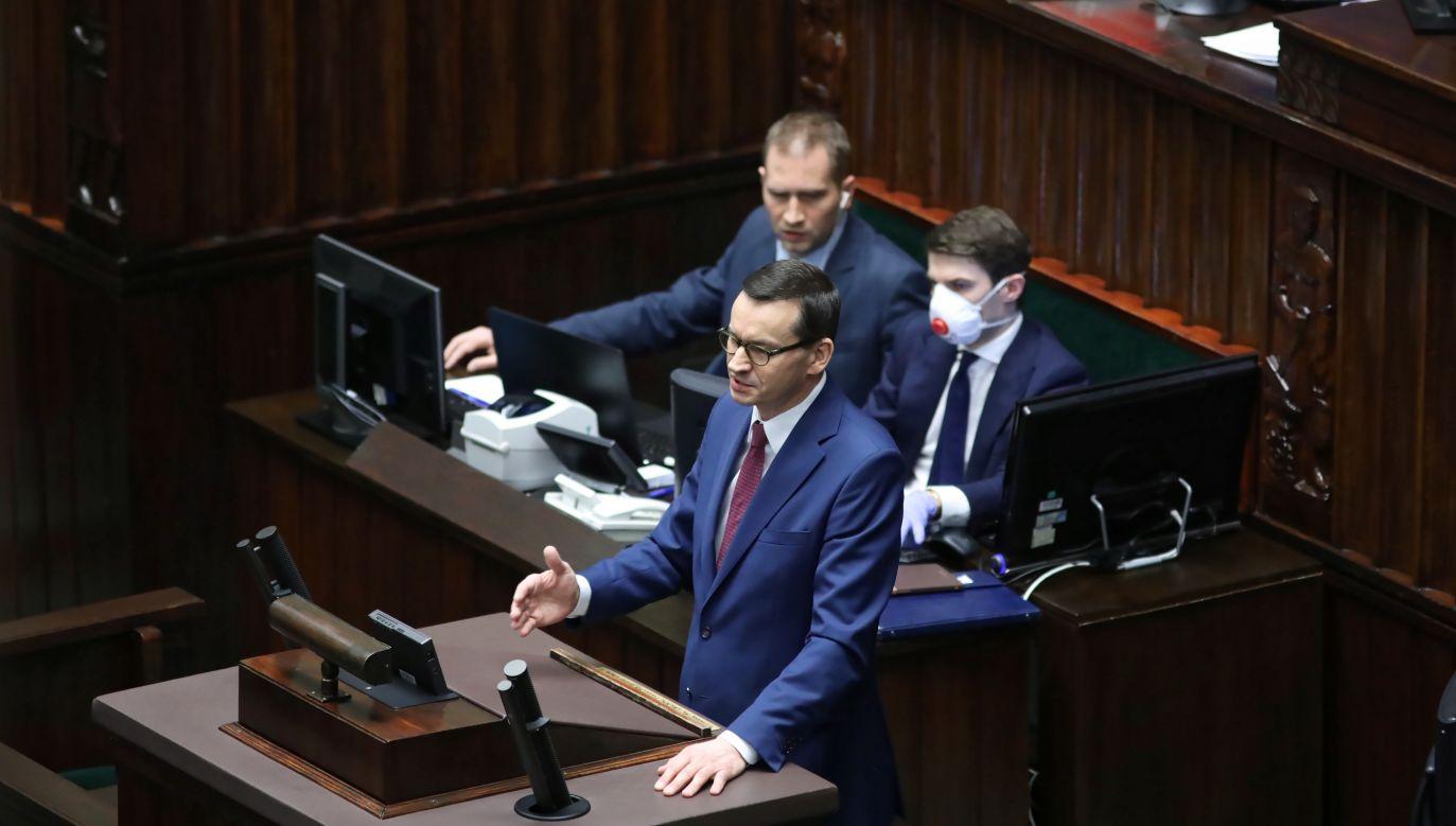 Premier Mateusz Morawiecki zaapelował do marszałka Senatu Tomasza Grodzkiego o przyspieszenie obrad w celu zatwierdzenia tarczy antykryzysowej w zw. koronawirusem w Polsce(fot. PAP/Leszek Szymański)