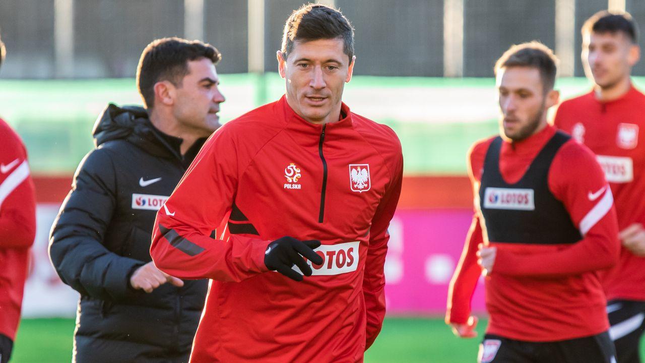 Robert Lewandowski opuścił już w tym sezonie z powodu kontuzji kilka spotkań (fot. Mikolaj Barbanell/SOPA Images/LightRocket via Getty Images)