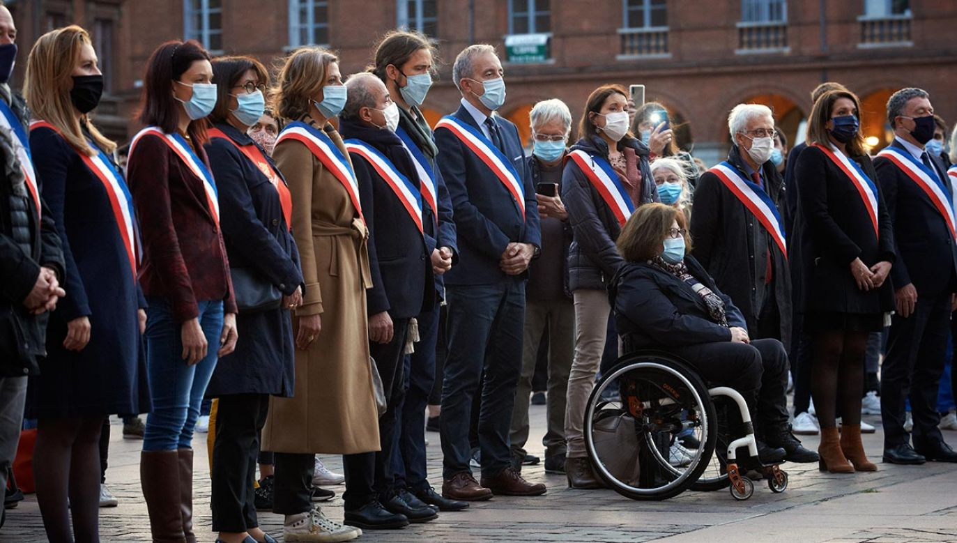 """Prezydent skierował wyrazy """"solidarności z Republiką i współczucia dla rodziny Samuela Paty"""" (fot. Alain Pitton/NurPhoto via Getty Images)"""