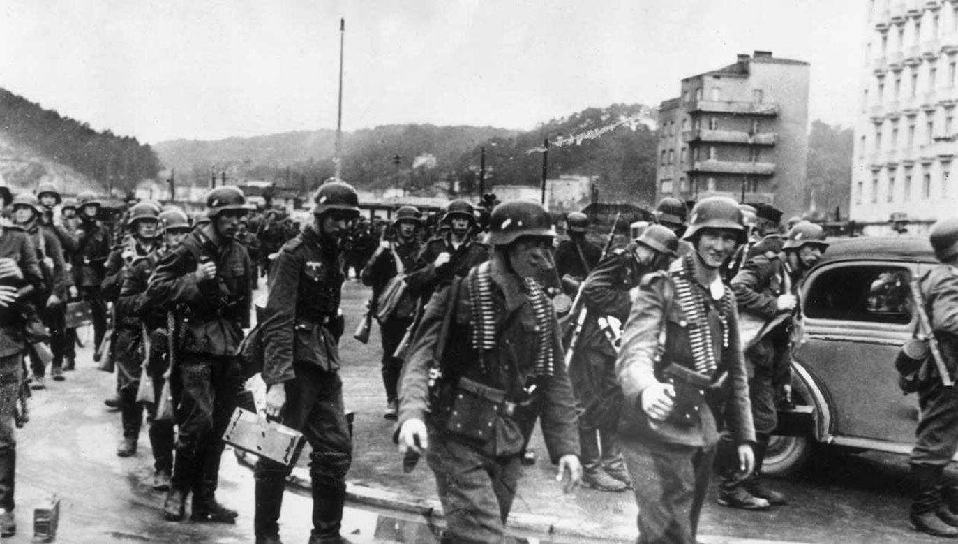 CBOS przepytał Polaków w przeddzień 80. rocznicy wybuchu II wojny światowej (fot. Topical Press Agency/Getty Images)