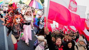 – To prosty wybór, czy chcemy Kartę Rodziny czy Kartę LGBT – pyta poseł Robert Telus (fot. Jaap Arriens; Jakub Wlodek/NurPhoto via Getty Images)